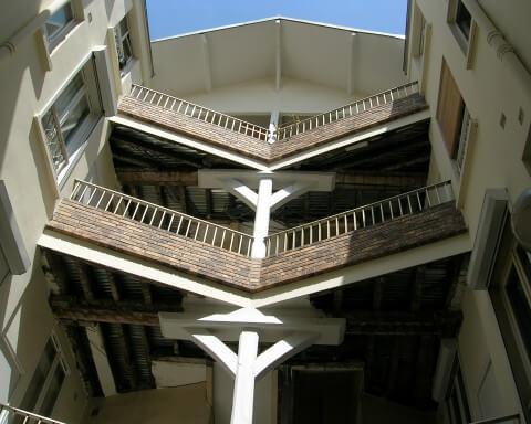 profilés LEWIS® - Rénovation des paliers extérieurs d'une cour Rue de Charonne - Paris