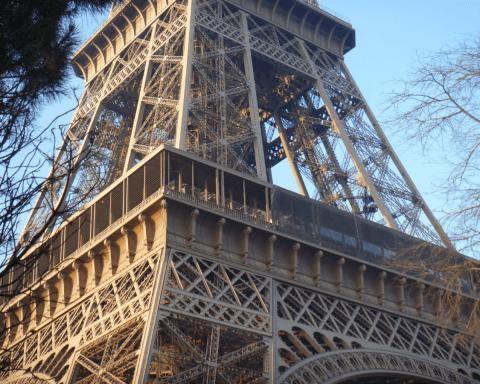 profilés LEWIS® - cuisine d un restaurant de la Tour Eiffel