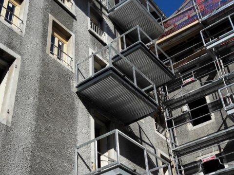 balcons sur consoles métalliques du couvent de Lemenc à Chambéry