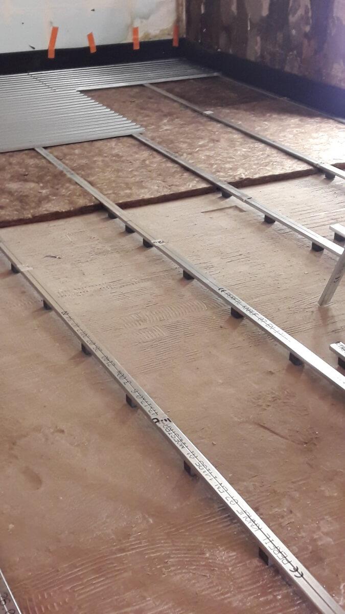 réaménagement d'une salle de restaurant à Paris avec le système constructif de plancher acoustique performant LEWIS et Q-DECK