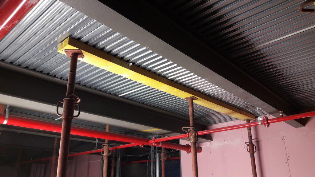 Pose des planchers LEWIS pour construire une mezzanine